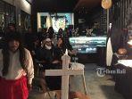penampilan-staf-dan-komunitas-cosplay-di-cafe-bule.jpg