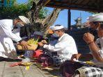 pengurus-desa-adat-buleleng-bersama-forkopimda-buleleng-saat-menggelar-upacara-ngrastiti-bhakti.jpg