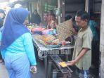 penjual-sate-susu-di-dusun-wanasari-kampung-jawa-denpasar.jpg
