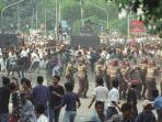 penyerbuan-kantor-pdi-di-jalan-diponegoro-oleh-pendukung-kubu-soerjadi.jpg