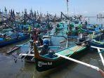 perahu-nelayan-tampak-berjejer-di-pelabuhan-tpi-baru-ppn-pegambengan.jpg