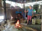perajin-arak-tradisional-di-desa-besan-klungkung.jpg