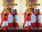 peribadatan-jumat-agung-di-gereja-katedral-denpasar-jumat-1942019.jpg