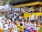 peringati-hari-raya-saraswati-umat-hindu-khususnya-di-bali-melakukan-persembahyangan.jpg