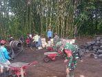 personel-kodim-1626bangli-dan-masyarakat-banjar-tiying-desa-pengotan-saat.jpg