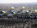personel-militer-ukraina-ambil-bagian-dalam-latihan-perang-di-wilayah-zhytomy.jpg