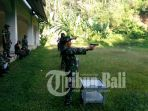 personil-kodim-1610klungkung-melaksanakan-latihan-menembak_20170302_200420.jpg