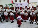 pertiwi-indonesia-bali-beri-handphone-bagi-siswa-kurang-mampu.jpg