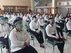 peserta-mendengarkan-arahan-sebelum-mengikuti-skb-cpns-denpasar-di-bpsdm-provinsi-bali.jpg