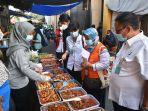 petugas-bbpom-denpasar-melakukan-sidak-pengawasan-pangan-dan-mengambil-sampling.jpg