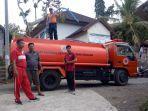 petugas-bpbd-karangasem-mendistribusikan-air-bersih-ke-desa-seraya-tengah.jpg