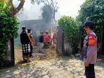 petugas-damkar-kota-denpasar-saat-melakukan-pemadaman-di-villa-di-jalan-sekar-waru-2.jpg