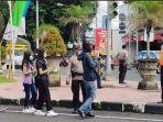 petugas-gabungan-saat-melakukan-ops-yustisi-di-jalan-gunung-galunggung-denpasar.jpg