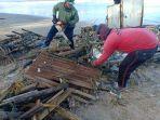 petugas-kebersihan-saat-melakukan-pembersihan-pantai-kuta-minggu-21-maret-2021.jpg