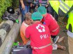 petugas-medis-bpbd-denpasar-memberikan-penanganan-kepada-korban-kecelakaan-lalu-lintas.jpg