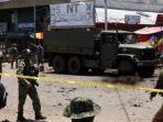petugas-melakukan-evakuasi-di-tkp-terjadinya-bom-di-pulau-jolo-filipina.jpg