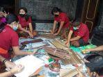 petugas-penyuluh-bahasa-bali-di-karangasem-melakukan-konservasi-lontar-di-kec-selat-dan-bebandem.jpg