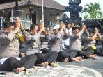 polisi-gelar-sembahyang-bersama-peringati-hari-suci-saraswati-sabtu-13102018_20181013_141950.jpg