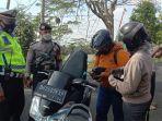 polisi-ketika-melakukan-pemeriksaan-kendaraan-di-sejumlah-pos-penyekatan.jpg