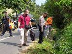 polisi-melakukan-penyelidikan-di-sekitar-lokasi-tewasnya-putu-sekar.jpg