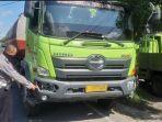 polisi-menunjukkan-truk-tronton-usai-menabrak-seorang-pedagang-bakso-keliling.jpg
