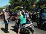 polisi-saat-menggelar-operasi-patuh-lempuyang-2020-di-jalan-gempol-kelurahan-banyuning.jpg