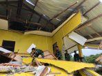 prajurit-satgas-pamtas-ri-rdtl-sektor-barat-yonarmed-63-kostrad-evakuasi-reruntuhan.jpg