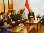 presiden-joko-widodo-ketika-mengadakan-pertemuan-bilateral-dengan-presiden-fifa.jpg