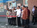 presiden-jokowi-di-lng-pelabuhan-benoa1_20160611_223027.jpg