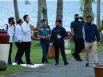 presiden-jokowi-saat-melihat-langsung-vila-pantai-solong-banyuwangi.jpg