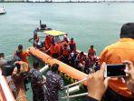 proses-evakuasi-korban-kapal-tenggelam-km-sri-mulyo-selasa-522019.jpg
