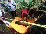 proses-evakuasi-mayat-perempuan-yang-ditemukan-di-areal-dekat-sungai-karang-anyar.jpg