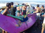 proses-evakuasi-oleh-warga-atau-nelayan-rekan-para-korban-rabu-23-juni-2021.jpg