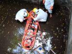 proses-evakuasi-seorang-warga-negara-asing-asal-inggris-terjatuh-di-kubangan-sedalam-4-meter.jpg