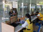 proses-validasi-dokumen-kesehatan-yang-dilakukan-oleh-petugas-kkp-kelas-i-denpasar.jpg