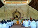 ratusan-umat-buddha-terlihat-memadati-vihara-asoka-arama.jpg