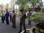 razia-masker-di-jalan-semangka-kelurahan-loloan-barat.jpg