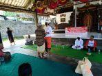relawan-aliansi-pemuda-hindu-bali-menyalurkan-bantuan-sembako.jpg