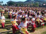 ribuan-siswa-paud-saat-menarikan-tari-pendet-massal-di-lapangan-puspem-badung.jpg