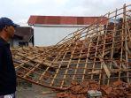 rumah-milik-ketut-resep-yang-roboh-akibat-gempa-yang-terjadi-pada-sabtu-16-oktober.jpg