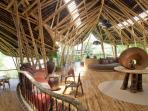 rumah-terbuat-dari-bambu_20150806_170147.jpg