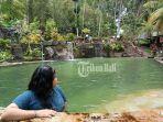 salah-satu-pengunjung-tengah-menikmati-keindahan-di-kolam-renang-jembong-waterfall.jpg