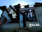 salah-satu-rumah-warga-di-desa-menyali-rusak-akibat-puting-beliung.jpg