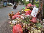 sampah-tampak-berserakan-saat-umanis-galungan-di-jalan-raya-pesagi.jpg