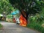 sebuah-mobil-jenis-toyota-rush-terbakar-di-ruas-jalan-dusun-pelilit-desa-pejukutan.jpg