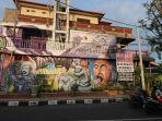 sejumlah-karya-mural-dari-anggota-komunitas-pojok.jpg