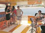 sejumlah-penumpang-sanata-cruise-line-menikmati-live-music_20180916_115750.jpg