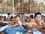 sejumlah-siswa-sdn-1-tiying-tali-belajar-di-tenda_20180920_103128.jpg