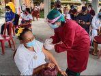 sejumlah-sulinggih-di-bangli-saat-mendapatkan-vaksin-virus-corona-di-balai-banjar-p.jpg
