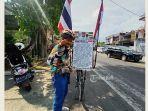 seorang-warga-thailand-tarmize-saat-dijumpai-di-jalan-raya-denpasar-gilimanuk.jpg